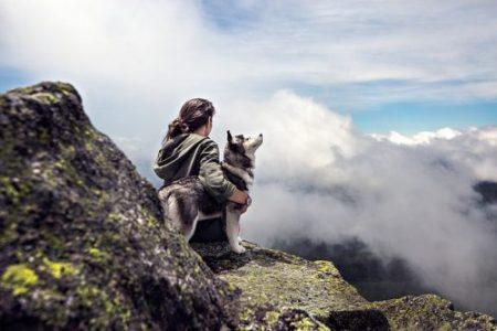 Djevojka i pas