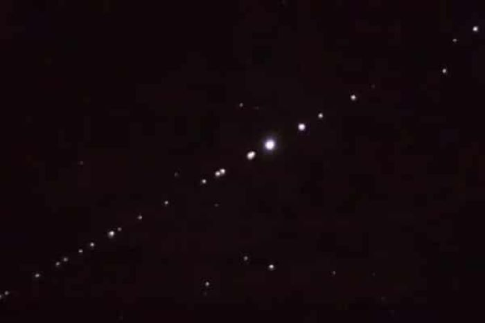 sateliti na nebu